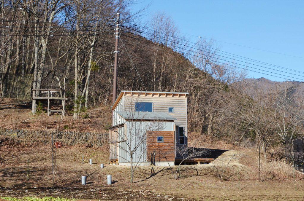 """豊かな自然に囲まれて住まいの価値を見つめ直す""""タイニーハウス""""の小さな暮らし。後編 「小菅村タイニーハウスプロジェクト事務局 和田隆男さん」"""